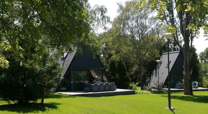 huse beklædt med CUPA 12 natur tagskifer